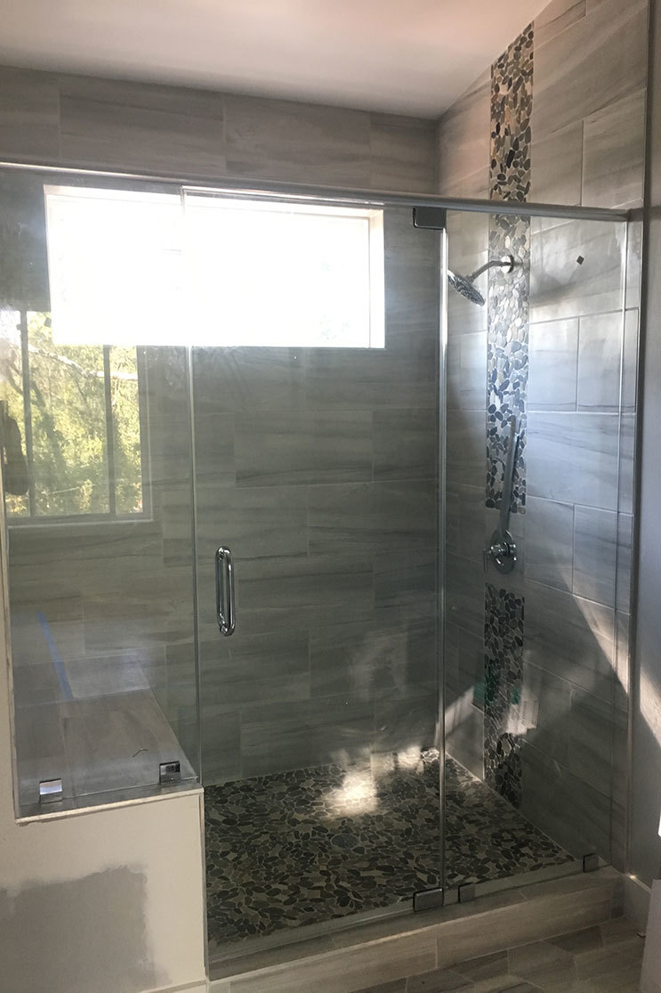 Partner Mobile Glass shower door